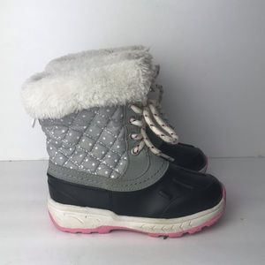Carters girls snow boots size 9